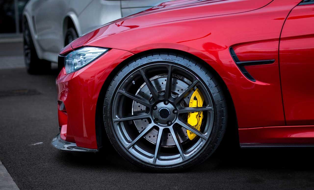 lateral coche rojo